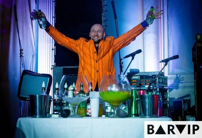 фото - Бармен шоу - бармен Валерий